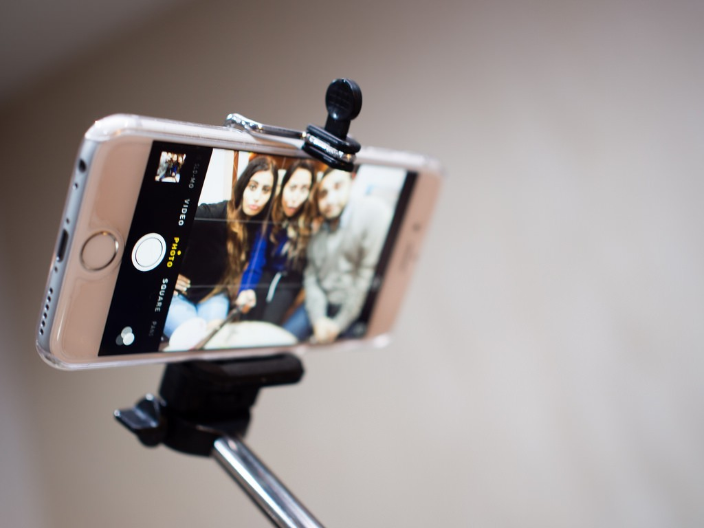 eBay saw searches for selfie sticks rise 700% ahead of Christmas 2014